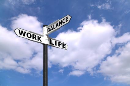 Jobbcoachen hjälper den arbetslöse att komma tillbaka till arbetslivet